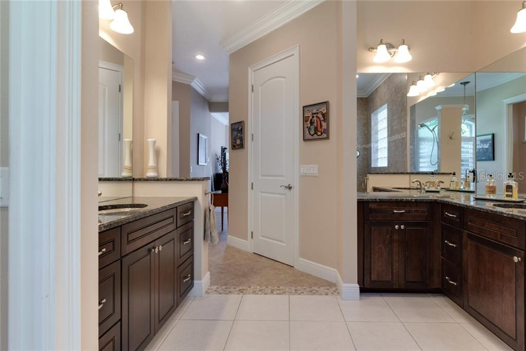 Master bath - Single Family Home for sale at 633 Apalachicola Rd, Venice, FL 34285 - MLS Number is N6102111