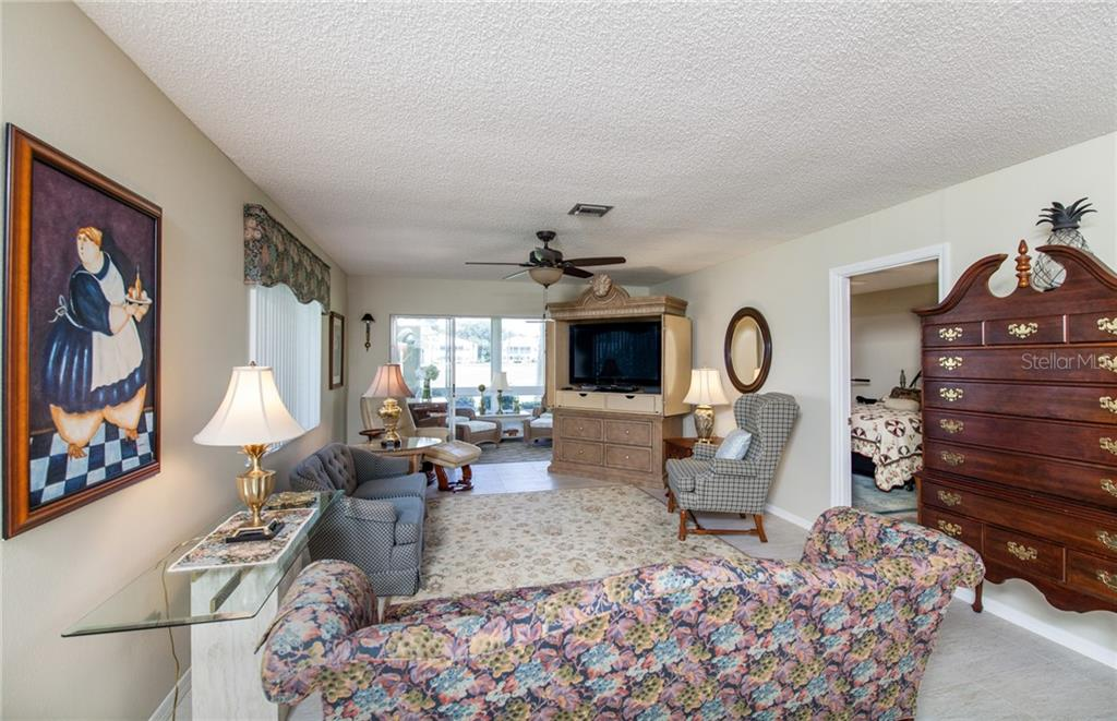 Expansive Living Room with light neutral color palette. - Villa for sale at 206 Cerromar Way S #25, Venice, FL 34293 - MLS Number is N6102127