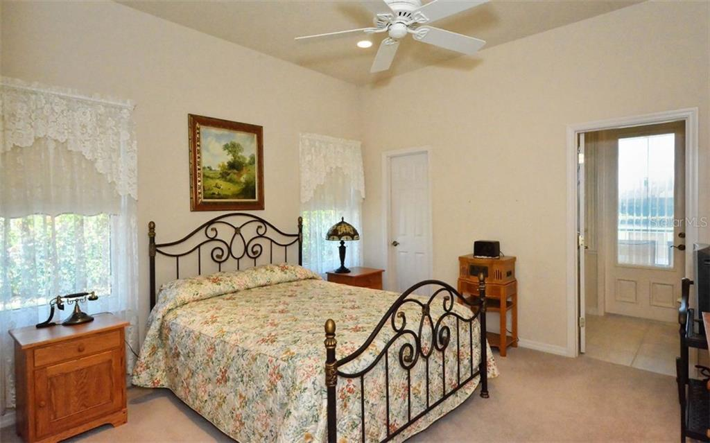 One of 3 guest bedrooms with en-suite. - Single Family Home for sale at 979 Chickadee Dr, Venice, FL 34285 - MLS Number is N6102266