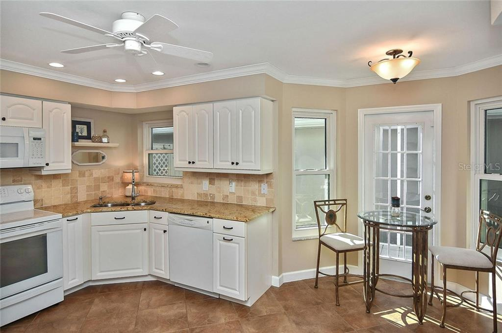 Eat-in kitchen - Villa for sale at 719 Brightside Crescent Dr #36, Venice, FL 34293 - MLS Number is N6102753