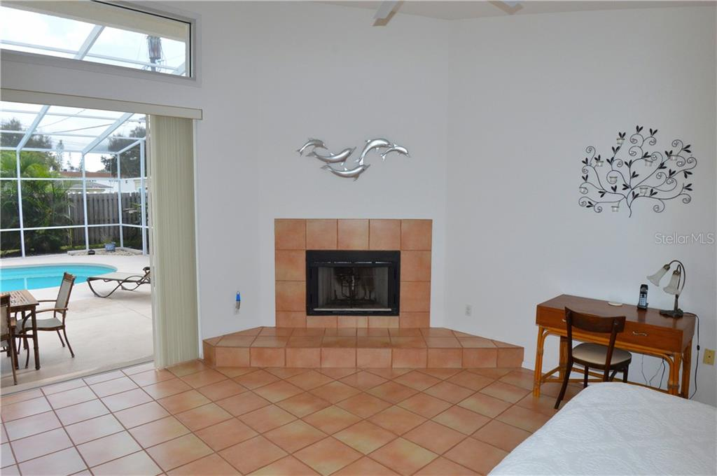 In-law suite with fireplace - Single Family Home for sale at 609 Armada Rd N, Venice, FL 34285 - MLS Number is N6102952