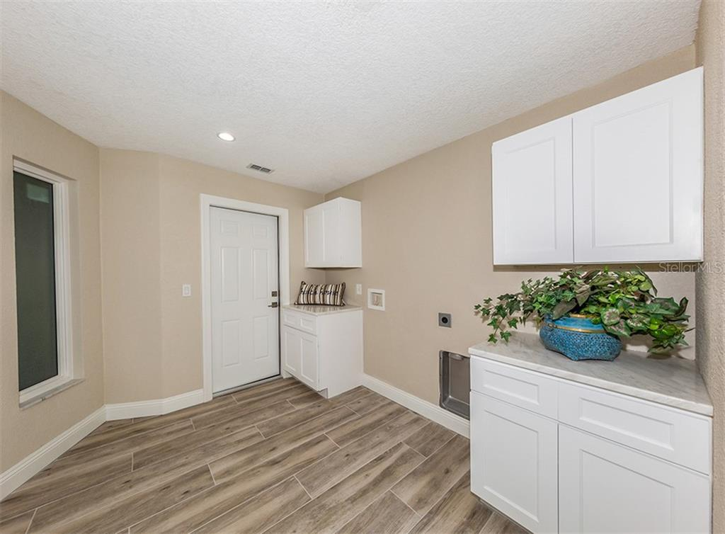 Inside Laundry. - Single Family Home for sale at 425 Harbor Dr S, Venice, FL 34285 - MLS Number is N6103861