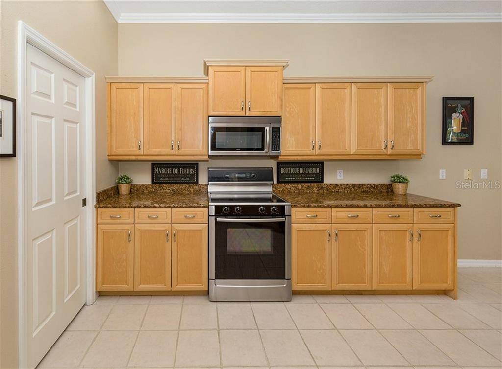 Kitchen - Single Family Home for sale at 129 Wayforest Dr, Venice, FL 34292 - MLS Number is N6105216