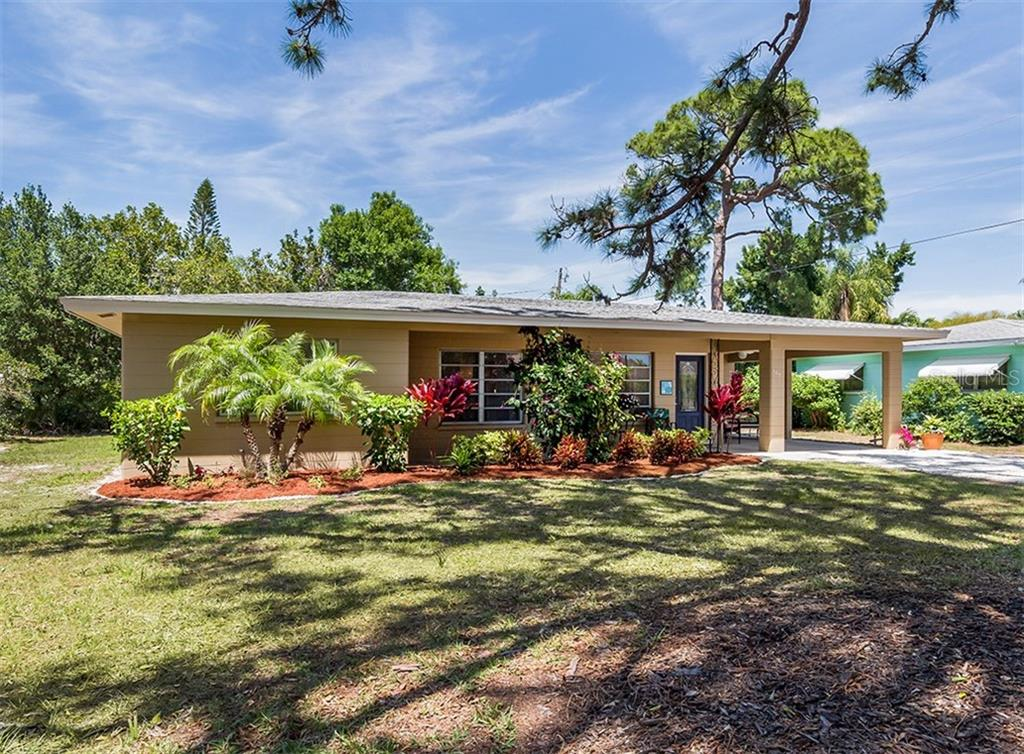 Spacious front yard with mature landscaping - Single Family Home for sale at 109 Alba St W, Venice, FL 34285 - MLS Number is N6105330