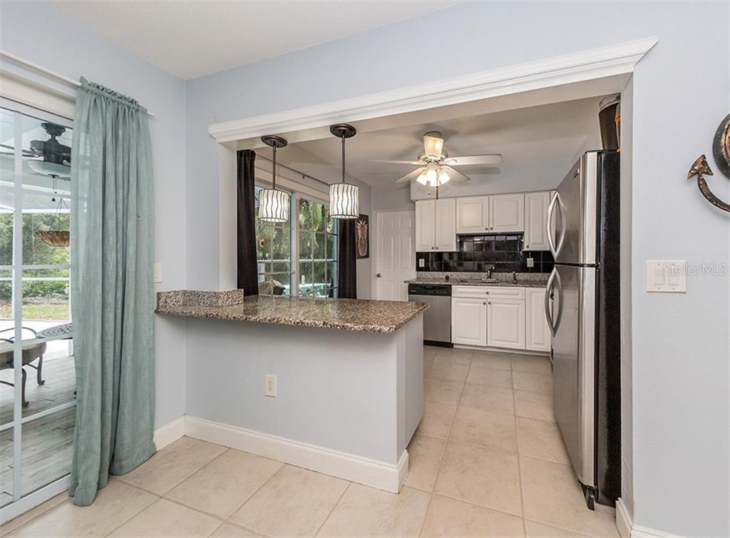 Breakfast bar, kitchen - Single Family Home for sale at 409 Darling Dr, Venice, FL 34285 - MLS Number is N6105760