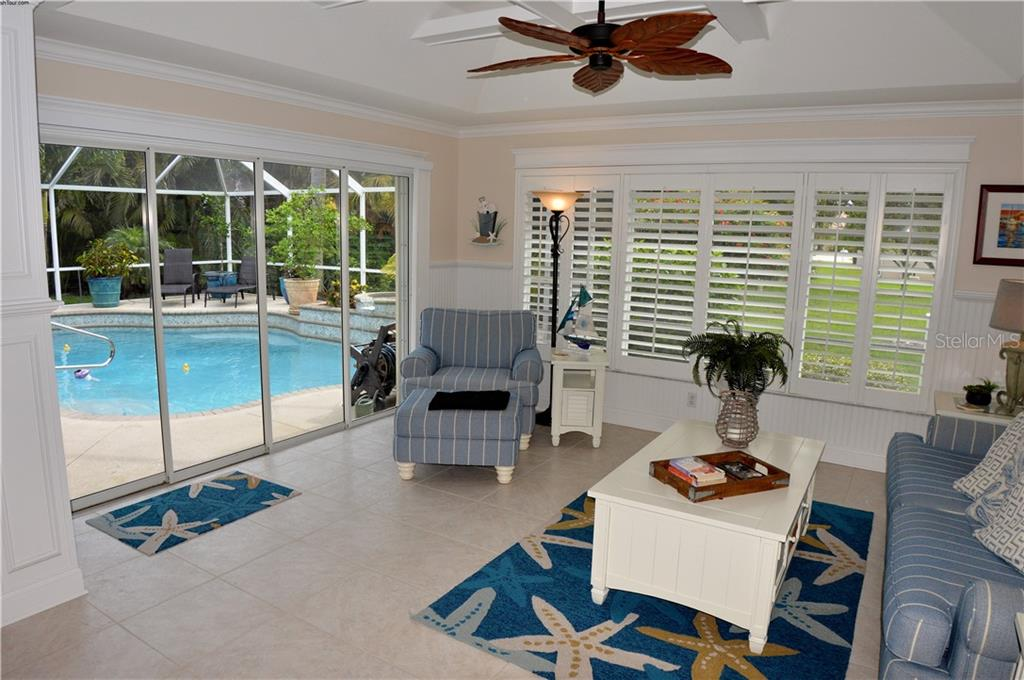 Family room with slider to pool - Single Family Home for sale at 537 Lake Of The Woods Dr, Venice, FL 34293 - MLS Number is N6106043
