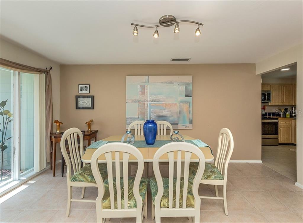 Dining area - Single Family Home for sale at 429 Beach Park Blvd, Venice, FL 34285 - MLS Number is N6106119