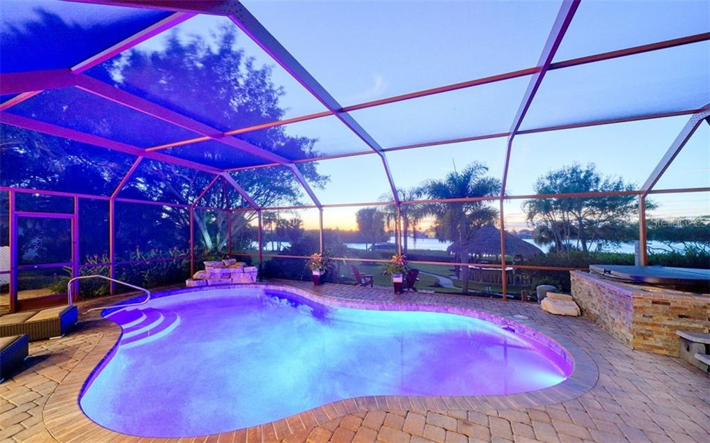 Pool, hot tub and sunset - Single Family Home for sale at 925 Bayshore Rd, Nokomis, FL 34275 - MLS Number is N6108586
