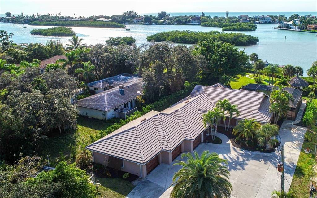 Aerial - Single Family Home for sale at 925 Bayshore Rd, Nokomis, FL 34275 - MLS Number is N6108586