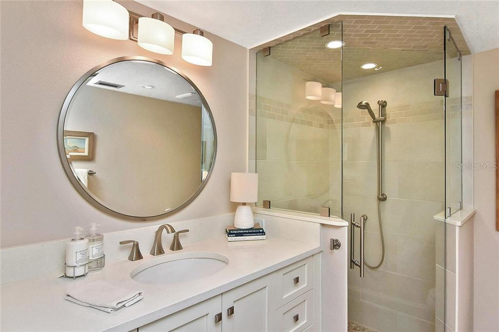 Guest bath - Condo for sale at 448 Palmetto Ct #B5, Venice, FL 34285 - MLS Number is N6109553