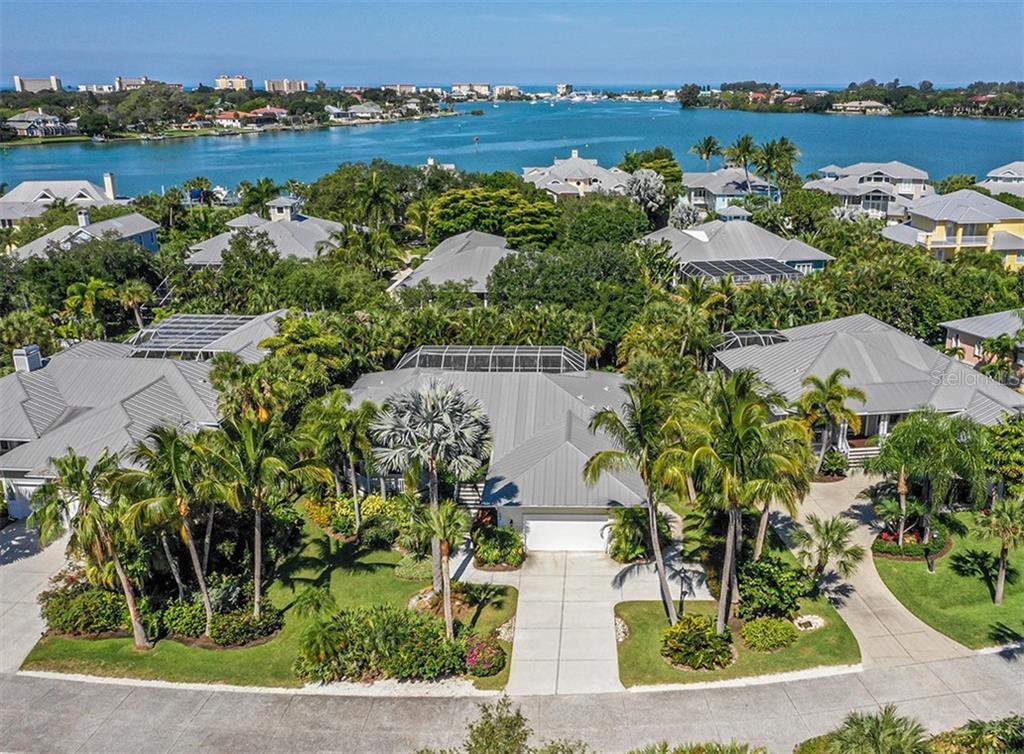 Single Family Home for sale at 727 Eagle Point Dr, Venice, FL 34285 - MLS Number is N6110087
