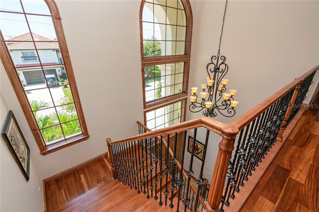 Fabulous Staircase with remote lowering chandelier chain - Single Family Home for sale at 510 Bowsprit Ln, Longboat Key, FL 34228 - MLS Number is N6110334