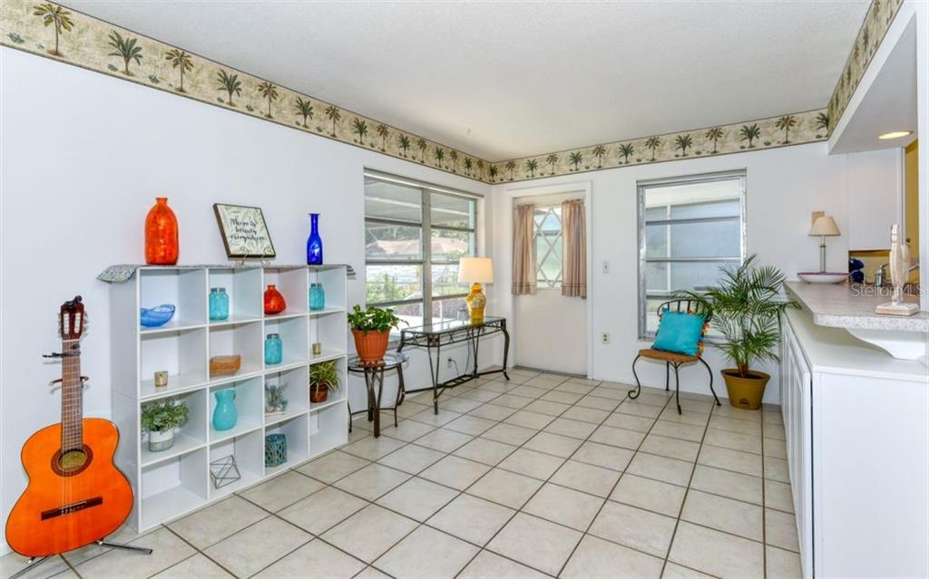 Florida room - Single Family Home for sale at 404 Gulf Breeze Blvd, Venice, FL 34293 - MLS Number is N6110481