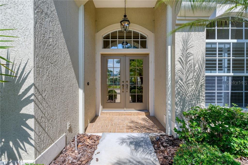 Front entry - Single Family Home for sale at 953 Chickadee Dr, Venice, FL 34285 - MLS Number is N6111180