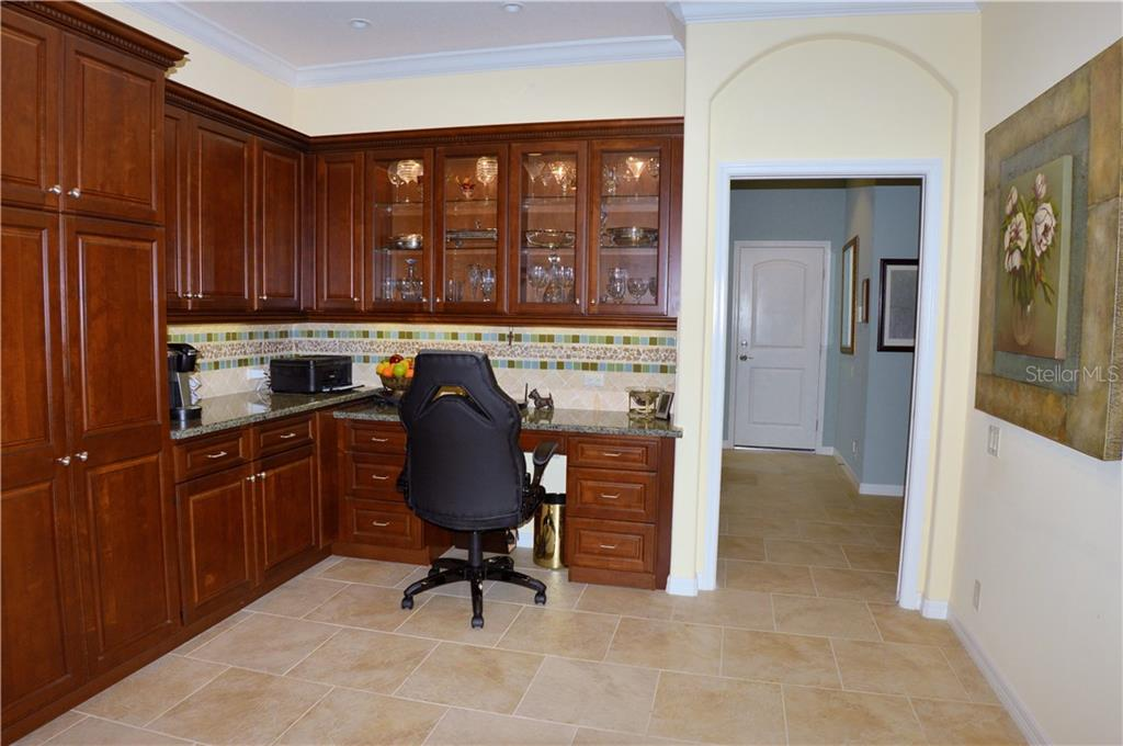 Kitchen with built in desk - Villa for sale at 20117 Tesoro Dr, Venice, FL 34293 - MLS Number is N6111641