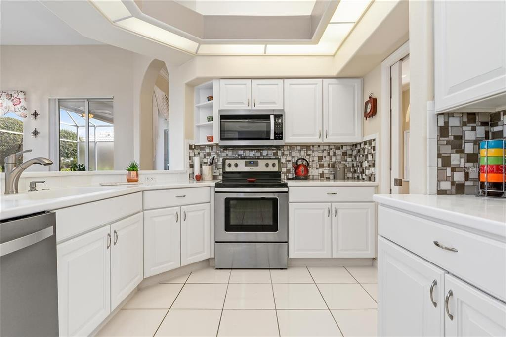 Kitchen - Single Family Home for sale at 886 Macaw Cir, Venice, FL 34285 - MLS Number is N6111692