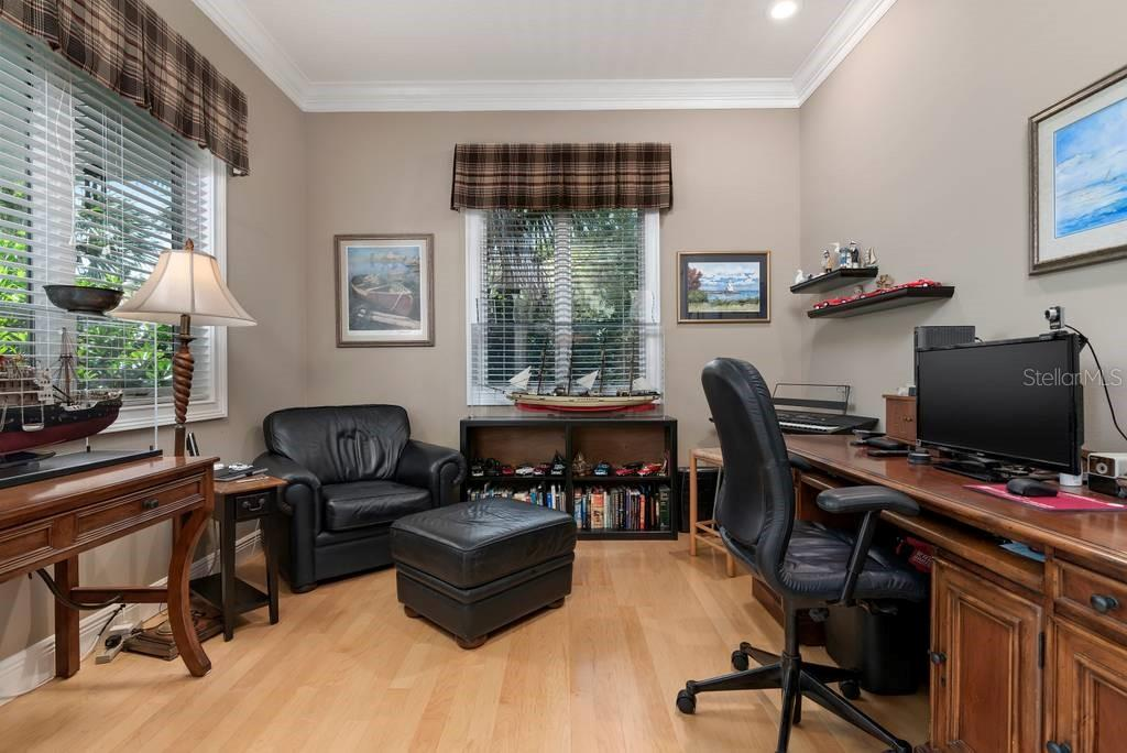 Office - Single Family Home for sale at 725 Eagle Point Dr, Venice, FL 34285 - MLS Number is N6111842