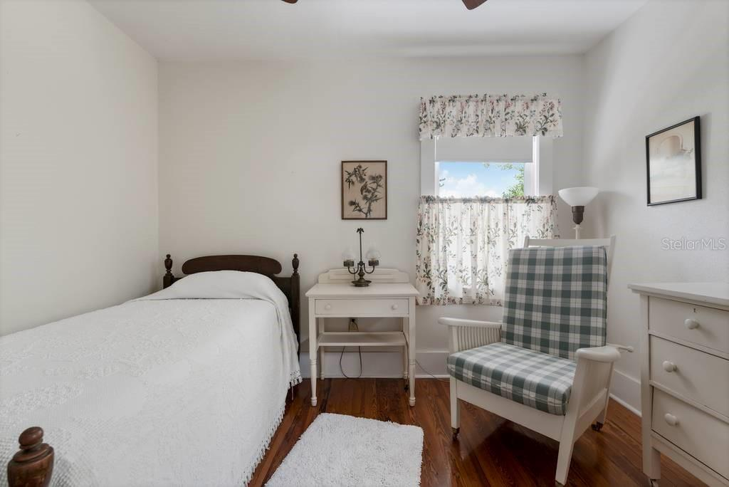 The Eagle Point Club guest cottage - Single Family Home for sale at 725 Eagle Point Dr, Venice, FL 34285 - MLS Number is N6111842