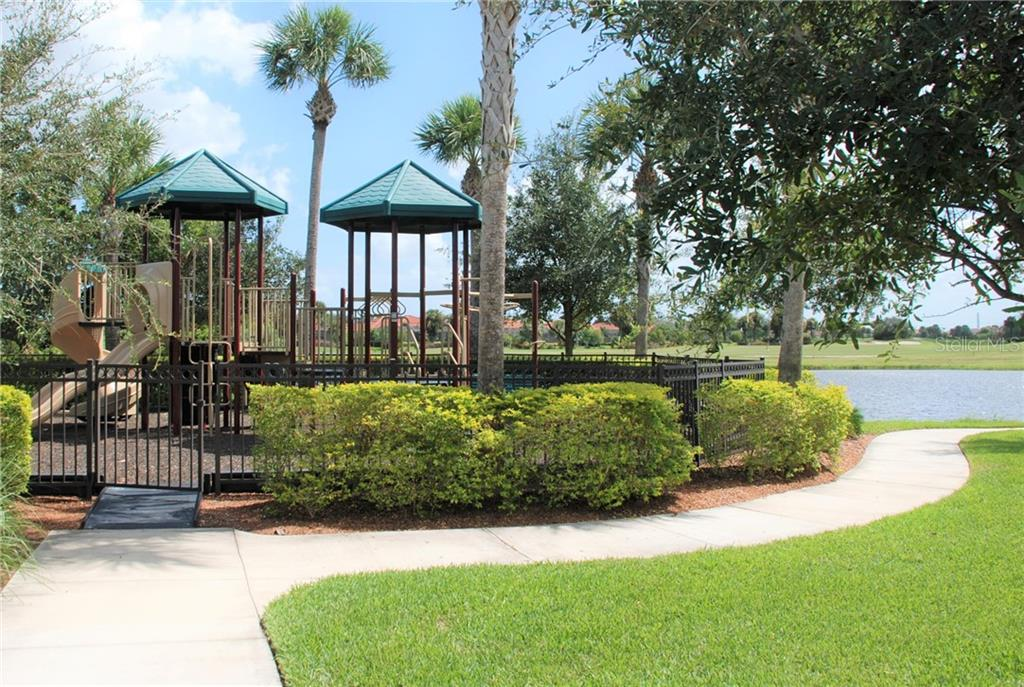 Tennis courts - Single Family Home for sale at 10424 Crooked Creek Dr, Venice, FL 34293 - MLS Number is N6112285