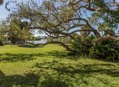 Large back yard - Single Family Home for sale at 915 Bayshore Rd, Nokomis, FL 34275 - MLS Number is N6109471