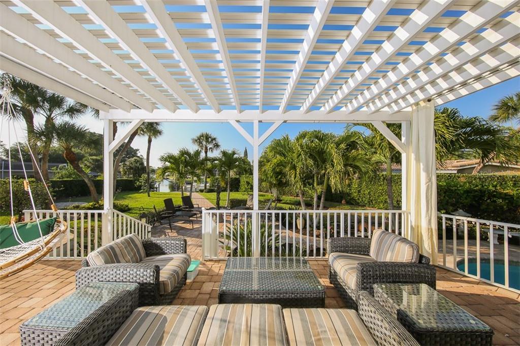 Additional photo for property listing at 827 Paradise Way 827 Paradise Way Sarasota, Florida,34242 United States