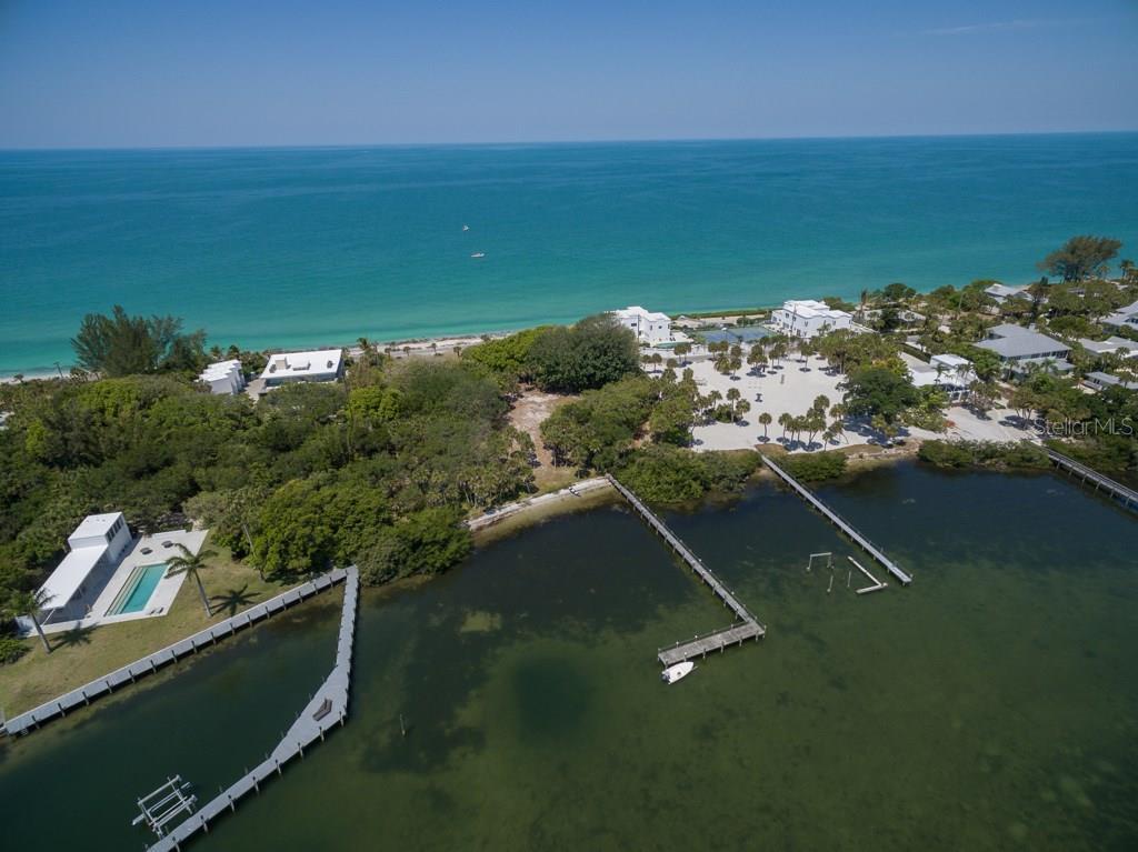 Additional photo for property listing at 332 N Casey Key Rd 332 N Casey Key Rd Osprey, 플로리다,34229 미국