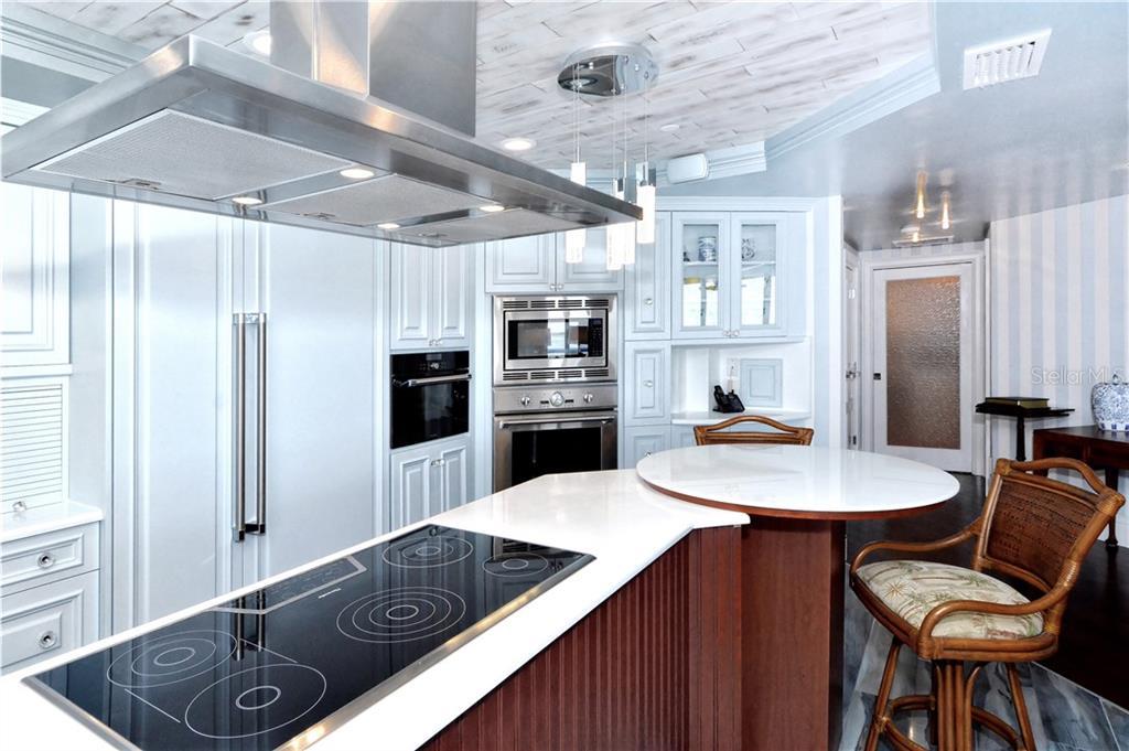 Additional photo for property listing at 2110 Harbourside Dr #525 2110 Harbourside Dr #525 Longboat Key, 플로리다,34228 미국