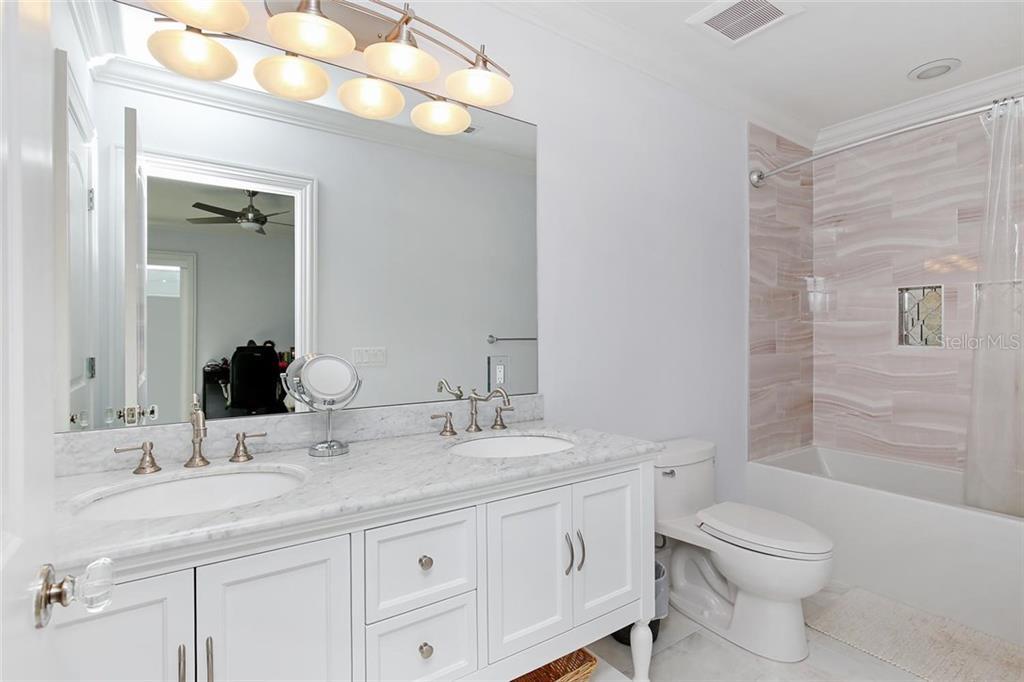 Additional photo for property listing at 1001 Tocobaga Ln 1001 Tocobaga Ln Sarasota, Florida,34236 Estados Unidos