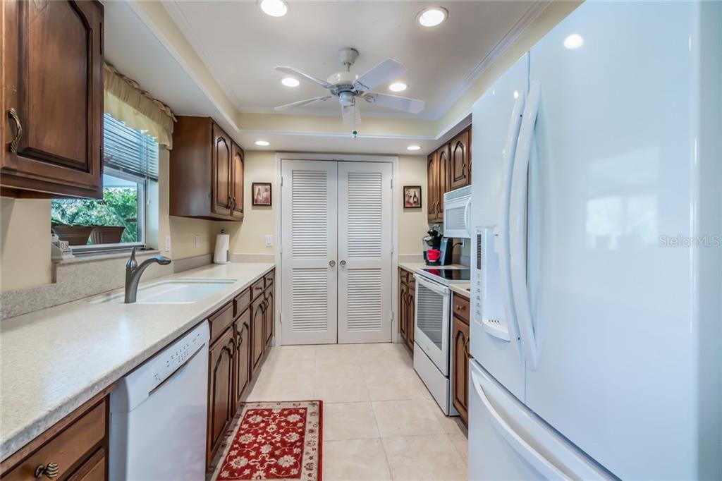 Single Family Home For At 5139 Admiral Pl Sarasota Fl 34231 Mls