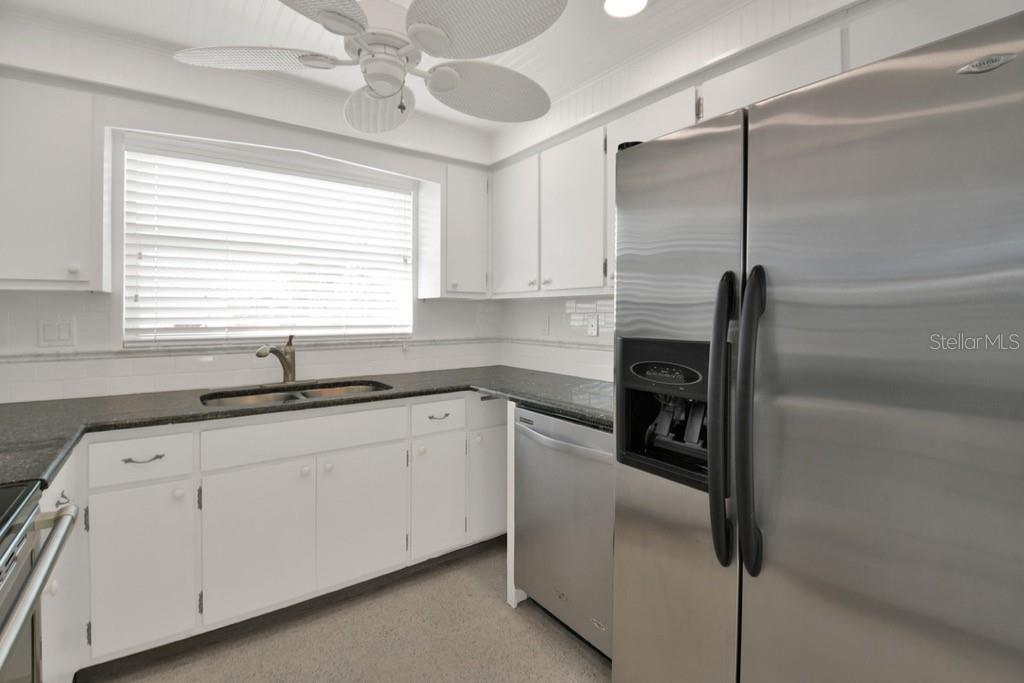 Kitchen right - Villa for sale at 717 Spanish Dr N, Longboat Key, FL 34228 - MLS Number is A4438337