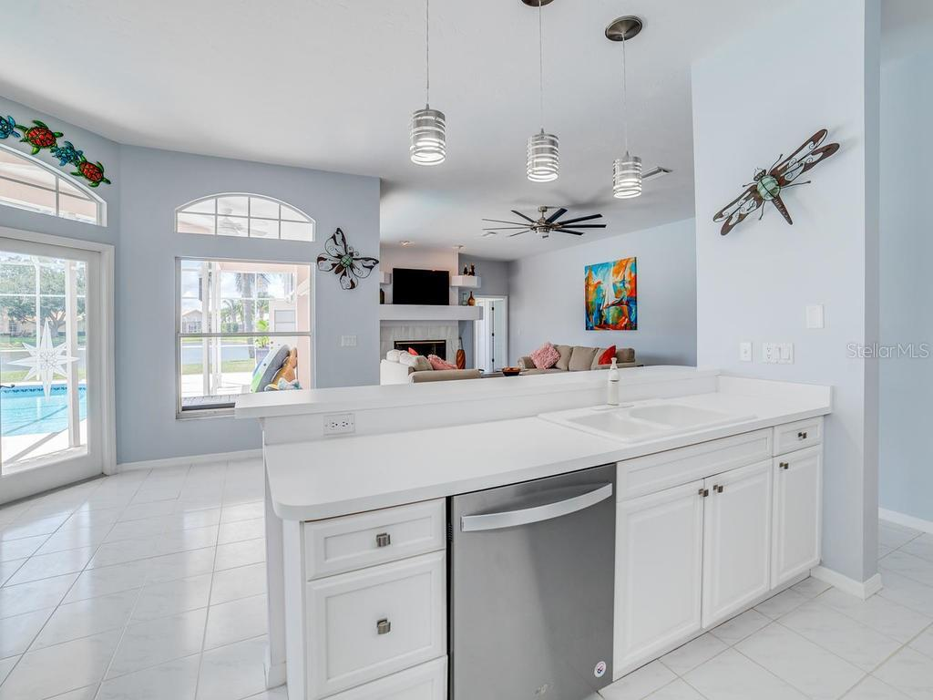 Light and bright kitchen, open to the family room and breakfast nook. - Single Family Home for sale at 4117 Via Mirada, Sarasota, FL 34238 - MLS Number is A4438764