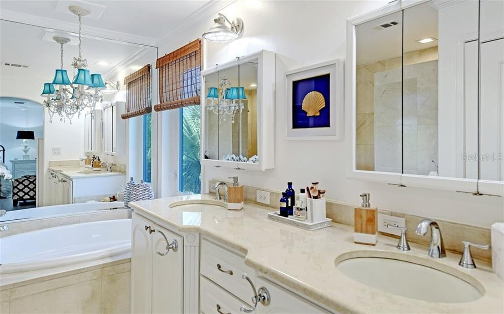 3rd floor ensuite master bath. - Single Family Home for sale at 5365 Calle Florida, Sarasota, FL 34242 - MLS Number is A4449055