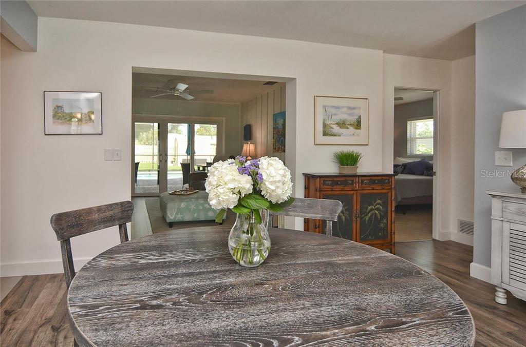Single Family Home For Sale At 708 Nokomis Ave S Venice FL 34285