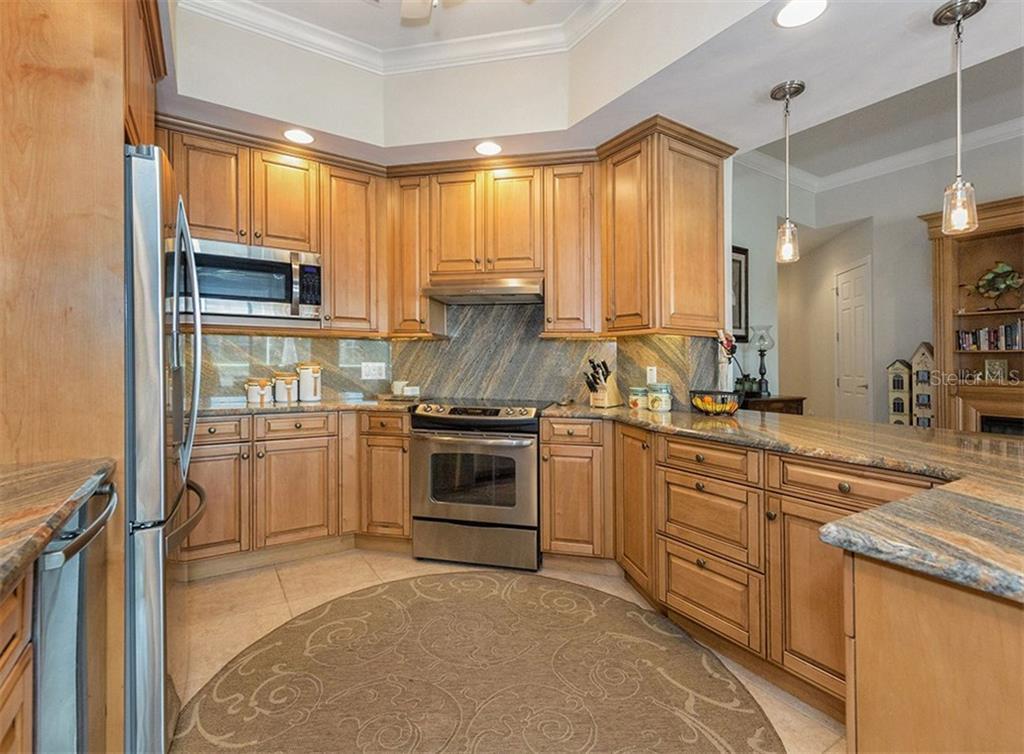 19218 kirella st venice fl 34293 mls n5914410 for Kitchen cabinets venice fl