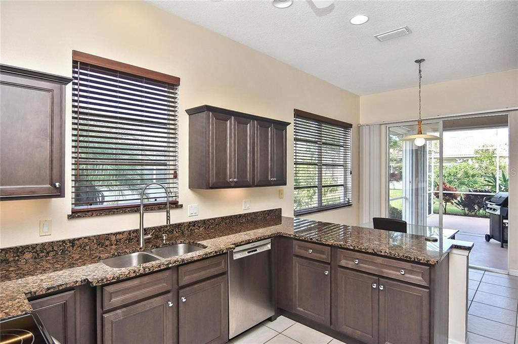 Kitchen to dinette - Single Family Home for sale at 724 Silk Oak Dr, Venice, FL 34293 - MLS Number is N6102801